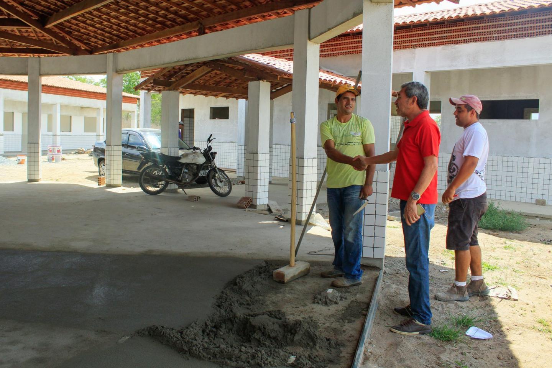 Prefeito André visita obras de nova escola do Sítio Coelho.